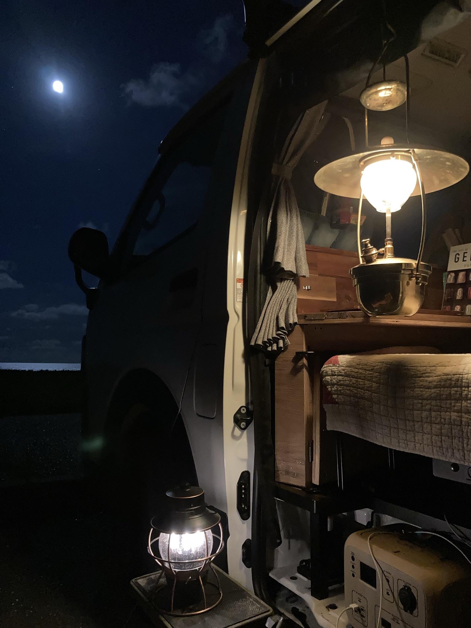 ポータブルバッテリーも標準装備。素敵な夜をお過ごしください