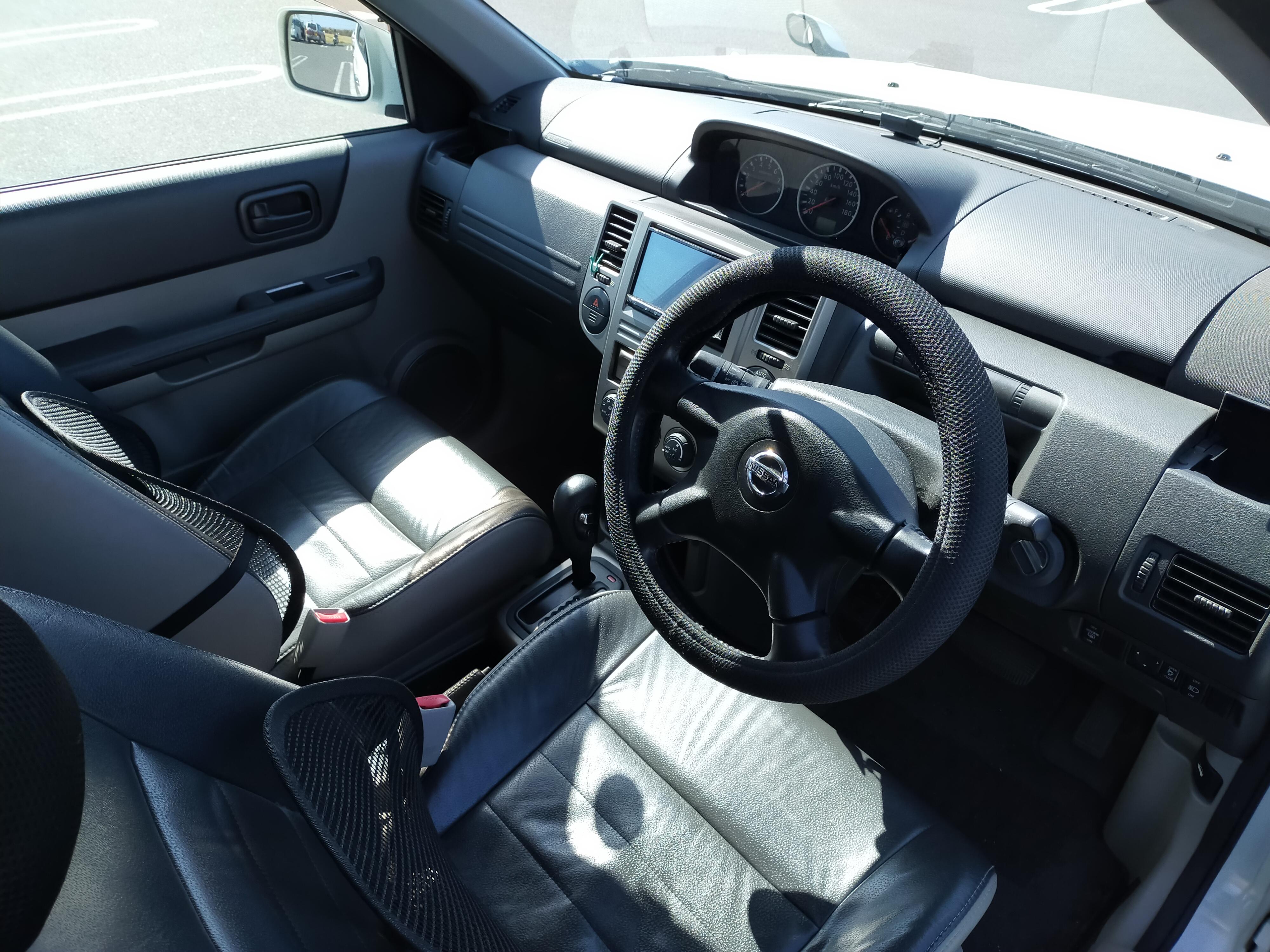 (4)内観(運転席、助手席)