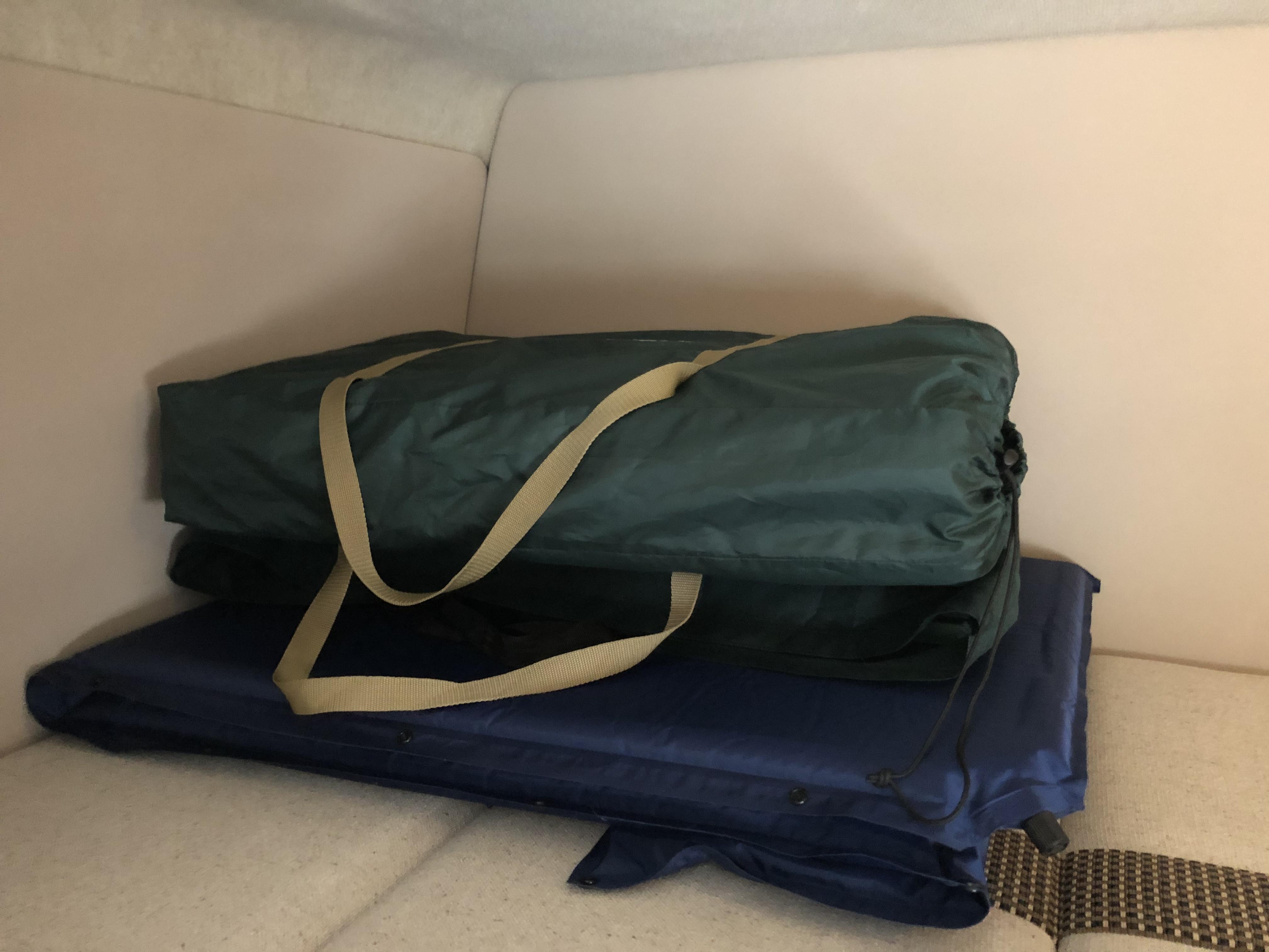 車内備品 マット3枚 シーツや寝袋をご持参下さい。