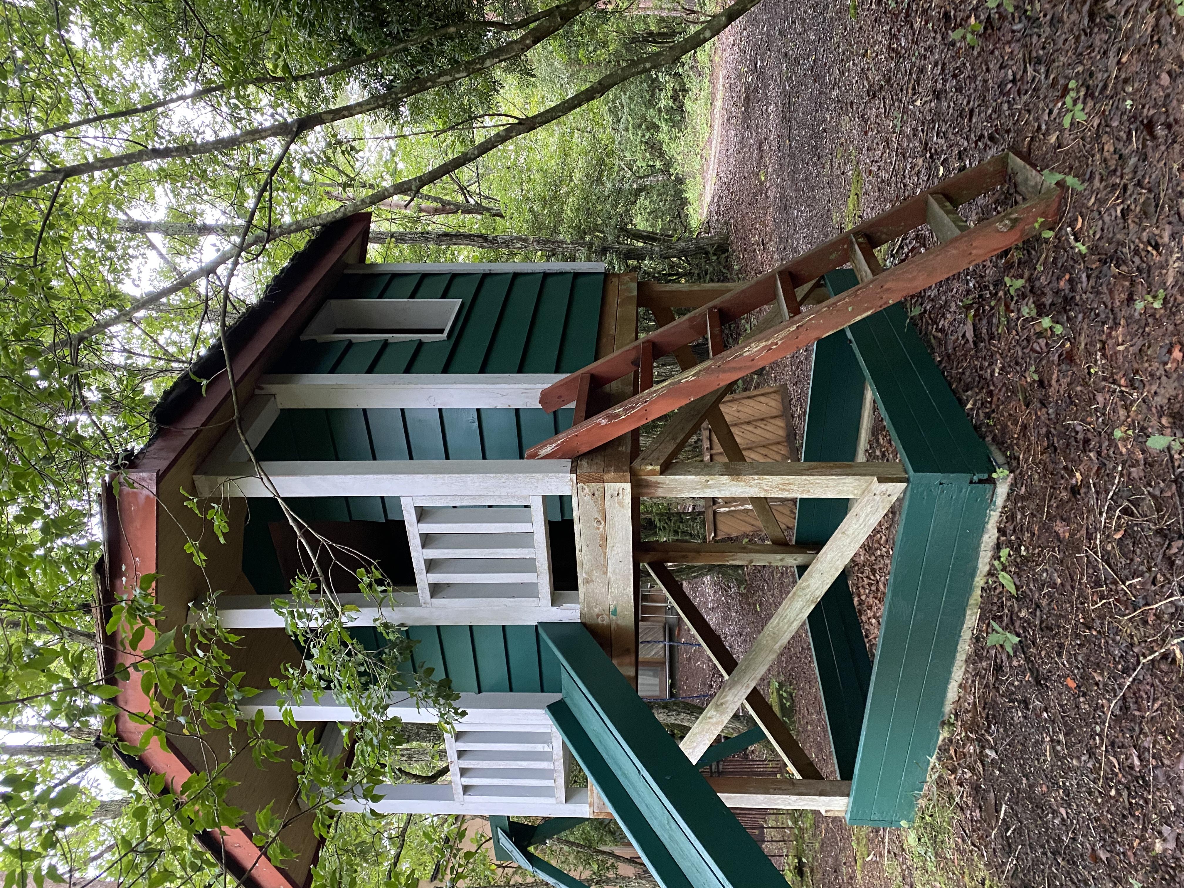 ご希望があれば遊び小屋に二人乗りブランコを設置できます。