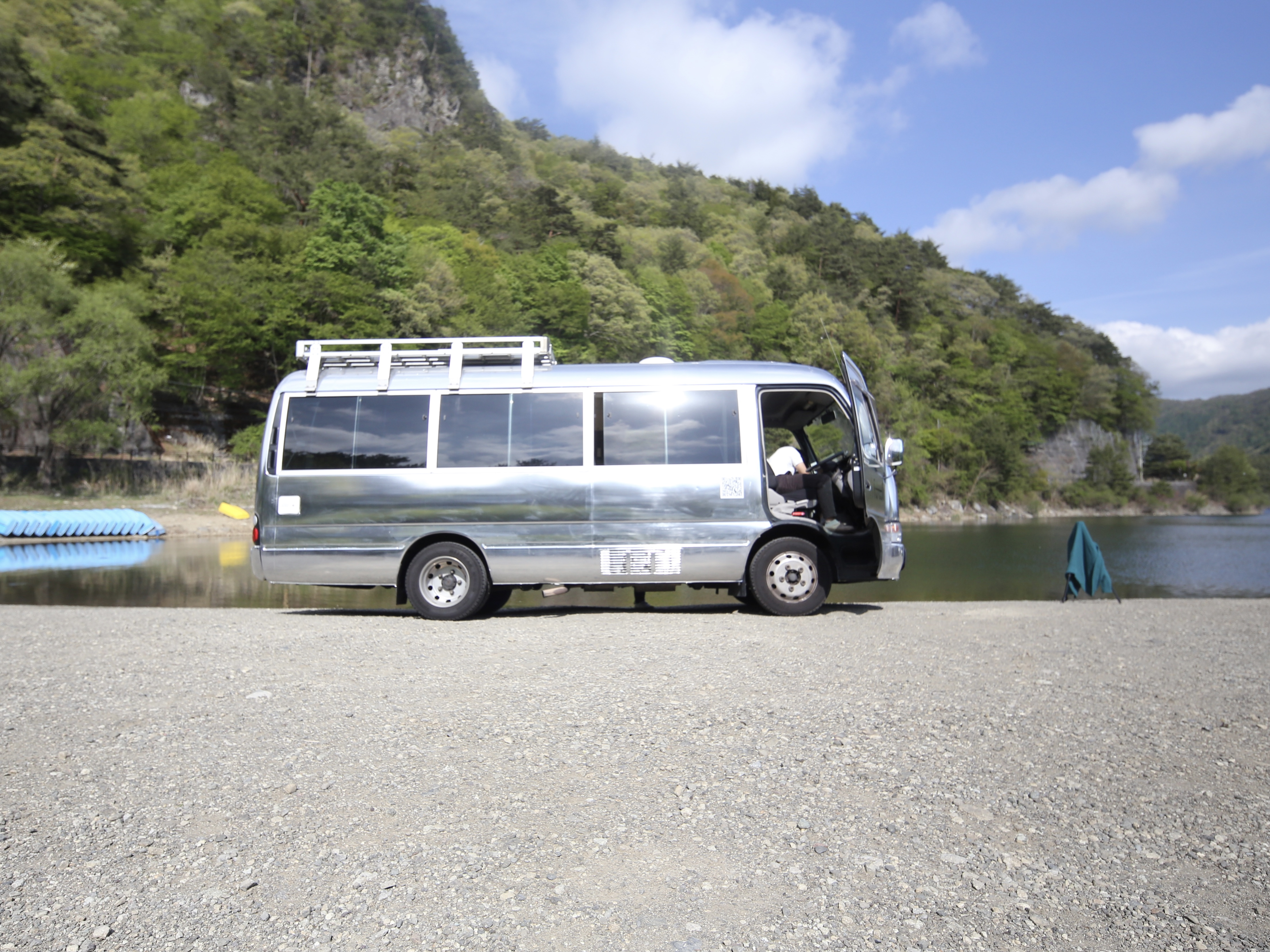 (2)山梨県 西湖での一枚。ルーフにはソーラーパネル。