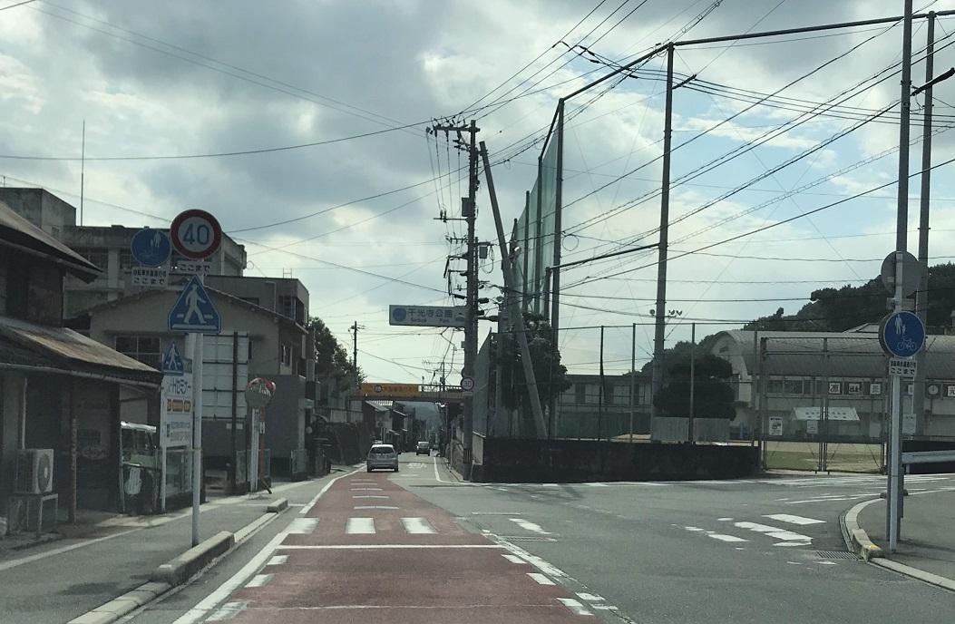 道順2,石見銀山街道県道363号線を向峠交差点から350m南下し、千光寺公園の標識にしたがい西に入る。