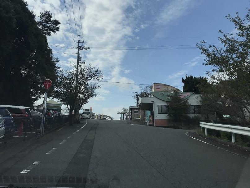 道順3,千光寺駐車場入り口を北西に右折します。