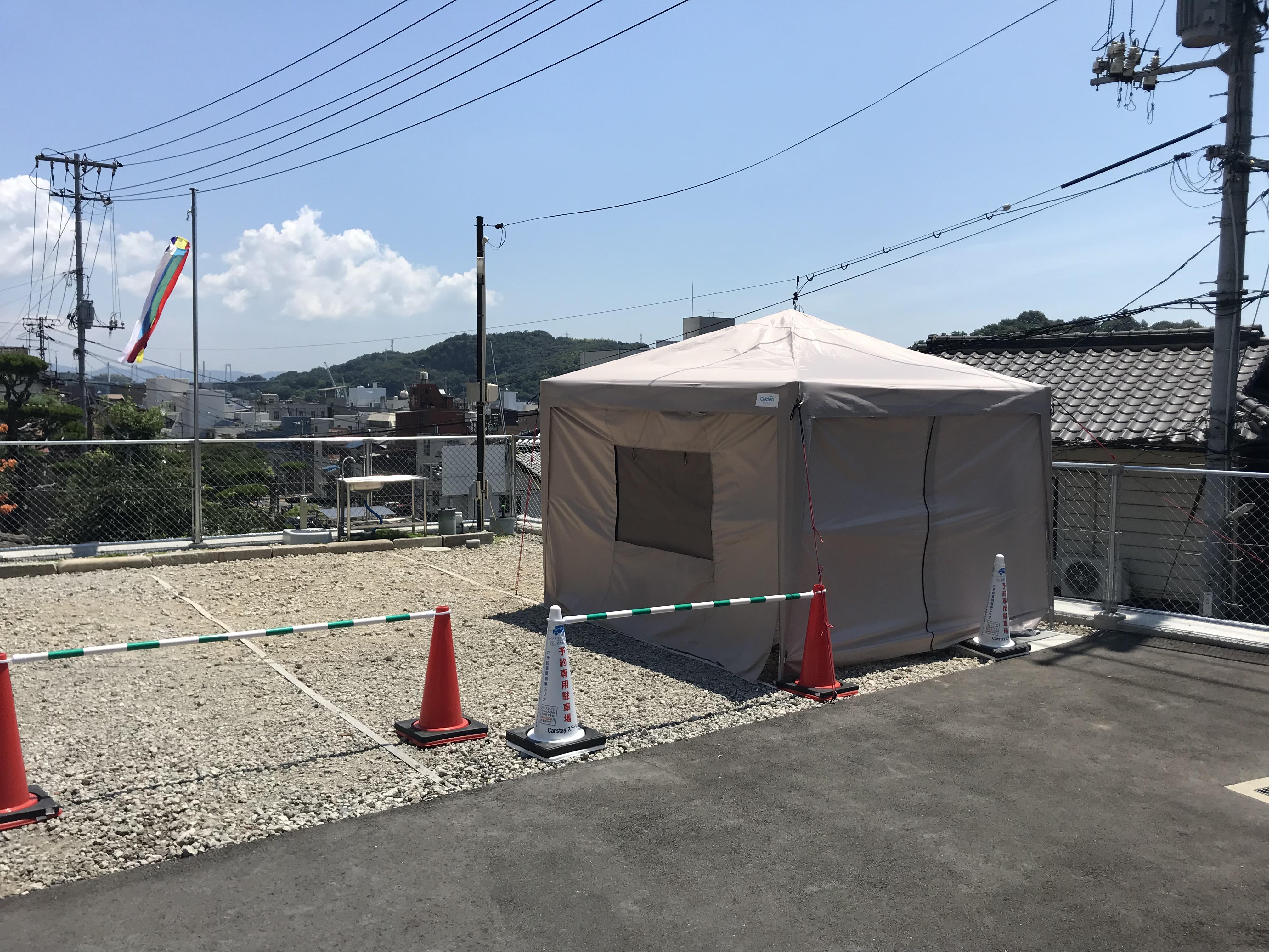 ジャリ敷駐車場の南側フェンスから車室2台分がステーションスペースです。