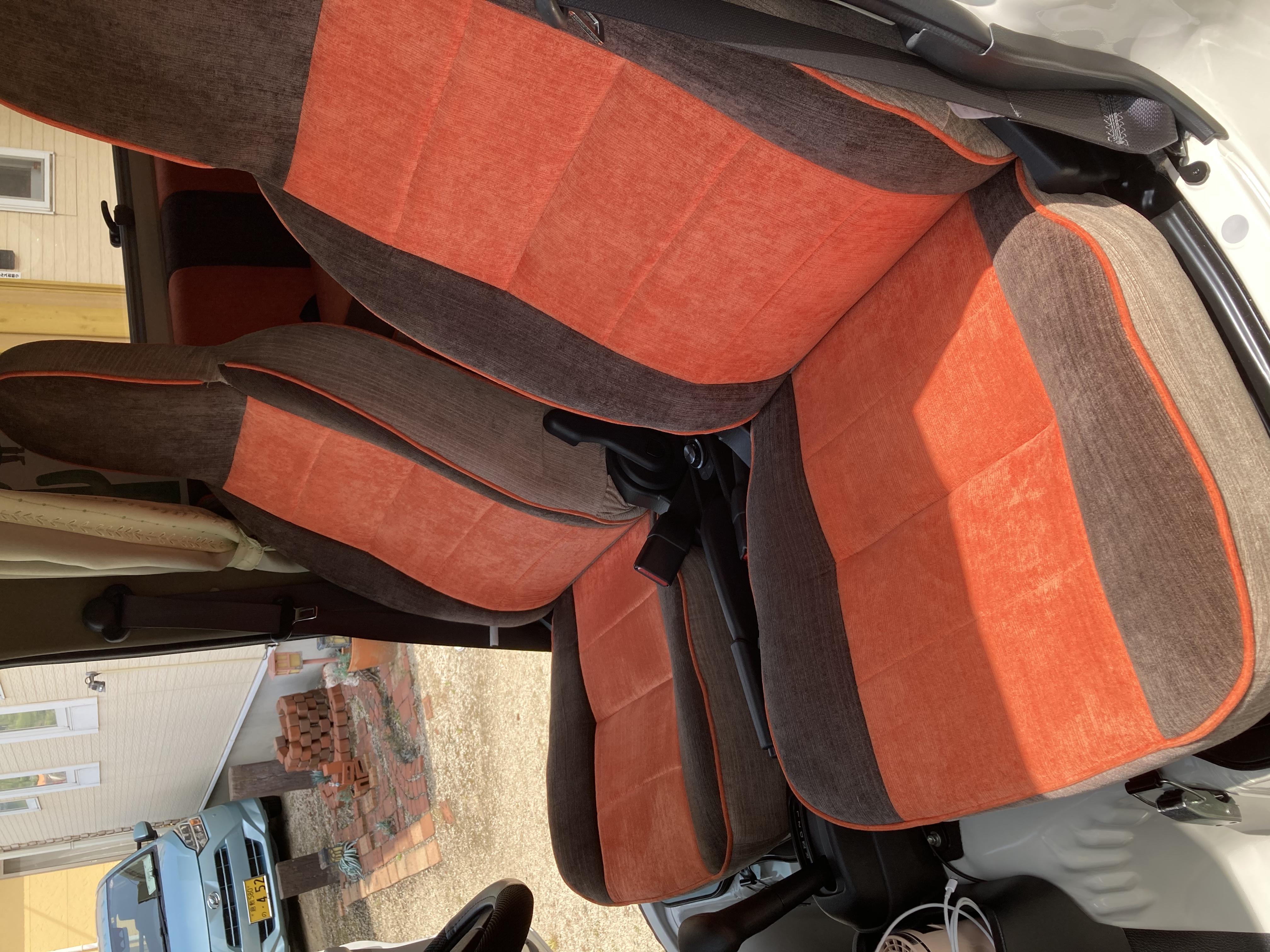 (7)内観(運転席+助手席)リクライニング可能なシートになります