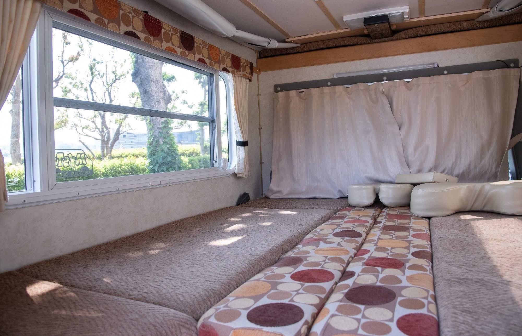 (4)内観(車中泊できるスペース)1階テーブル格納後です