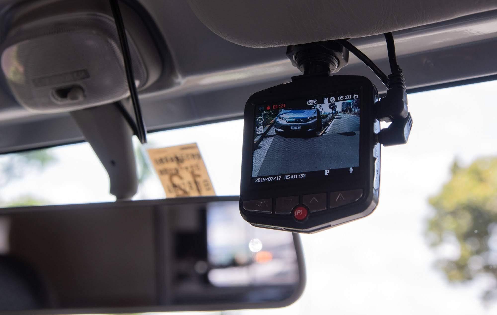 (11)ドライブレコーダー ※バックカメラが便利です。