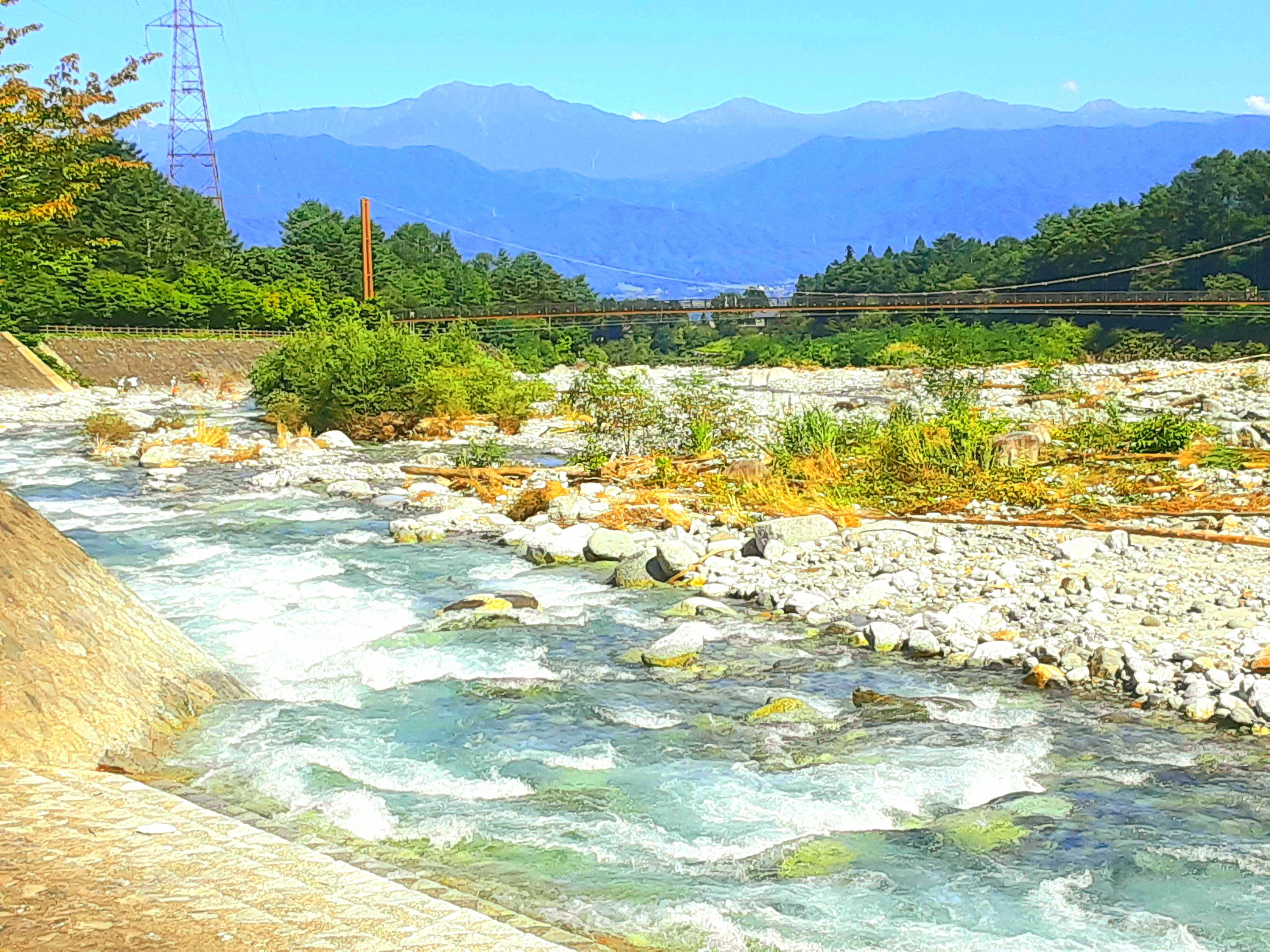 駒ヶ根高原大田切川とこまくさ橋と南アルプスと川遊び遊歩道、徒歩3分