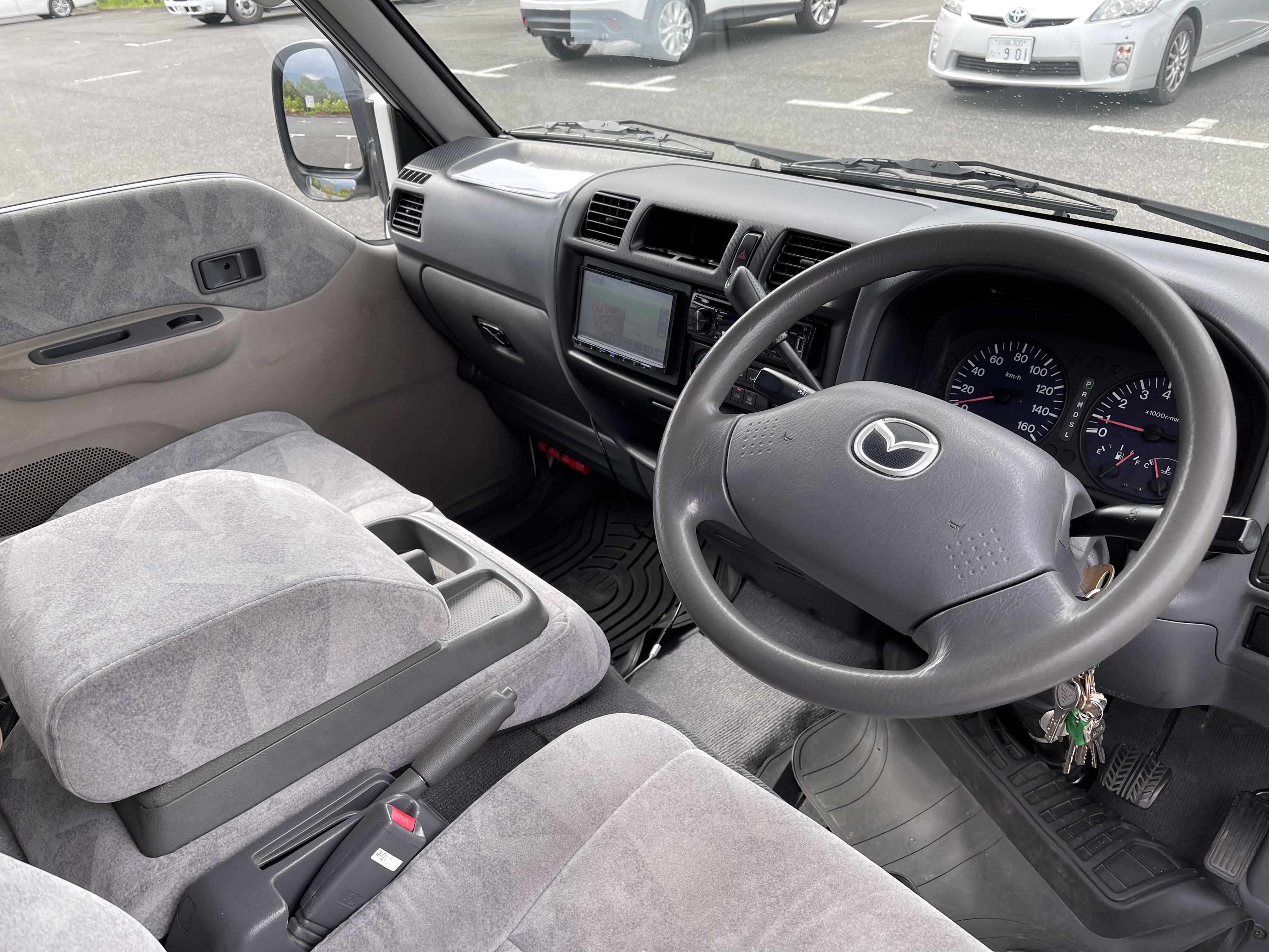 (6)内観(運転席)