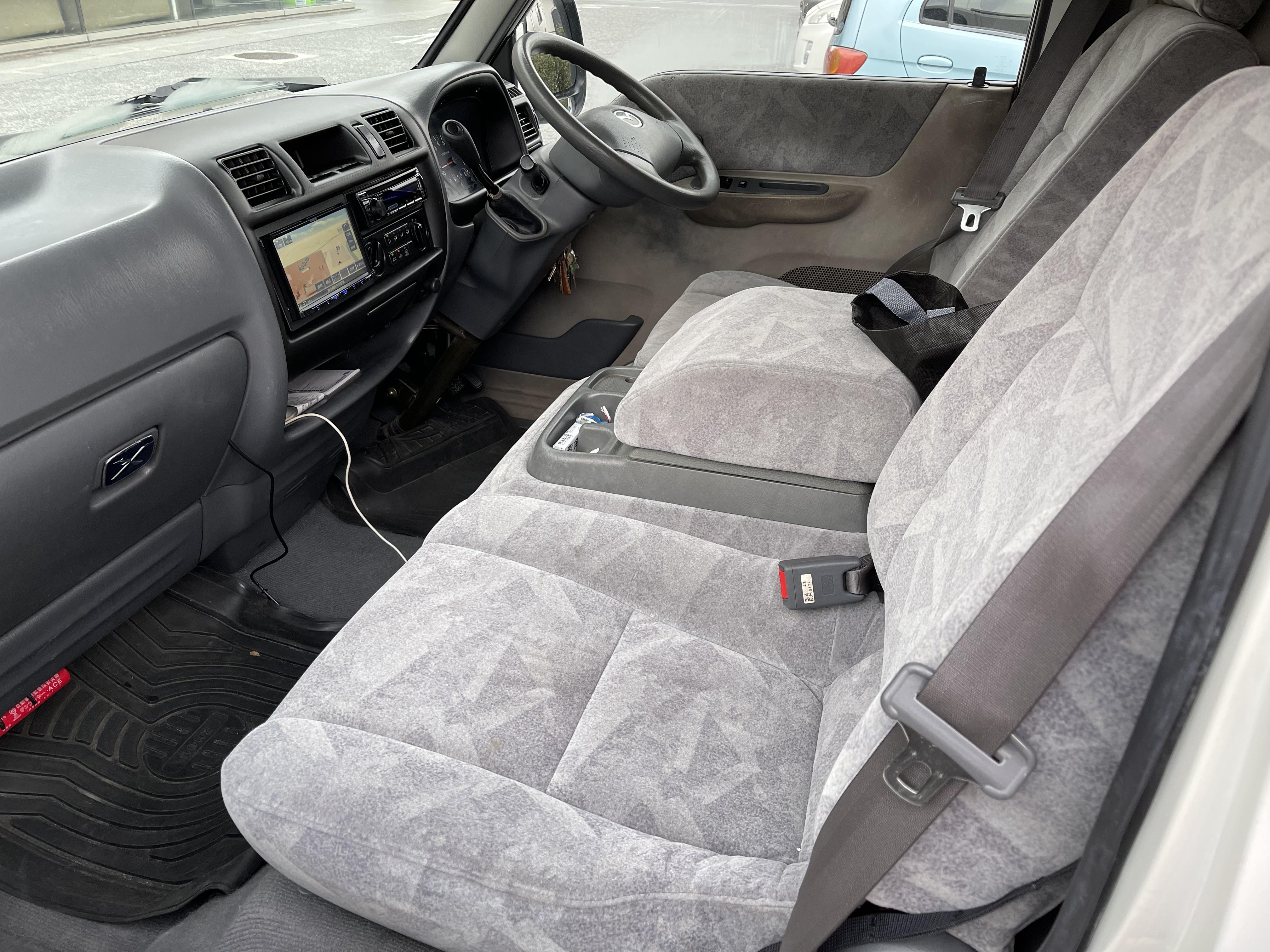 (7)内観(運転席+助手席)USB付き