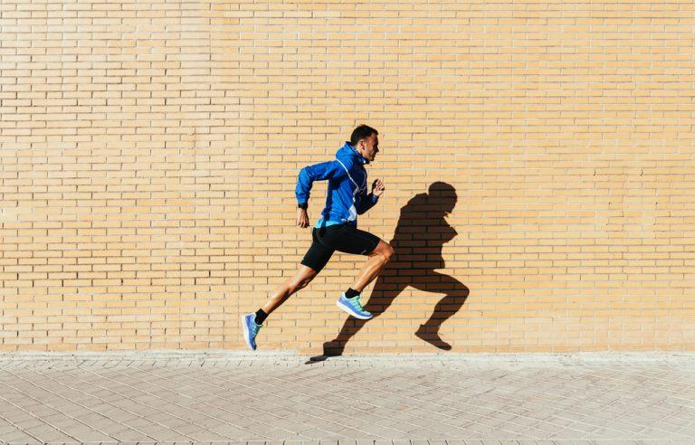 楽に速く走れる腰高ランニングフォームの作り方