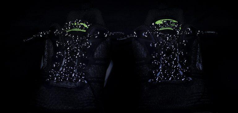 結ばない靴紐「キャタピラン+」に暗い場所で光る リフレクターモデルが登場