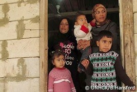 レバノン南部の町アバーシーの借家で暮らすシリア人難民家族。レバノンにいるシリア人難民の80%超が家を借り、毎月平均200米ドルを支払っている。