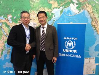 パートナーシップを推進していただいた日本女子サッカーリーグ  田口禎則 専務理事(右)と国連UNHCR協会 事務局長 檜森隆伸(左)