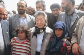 イラク北部のクルド難民と(1991年)©UNHCR/J.Crisp