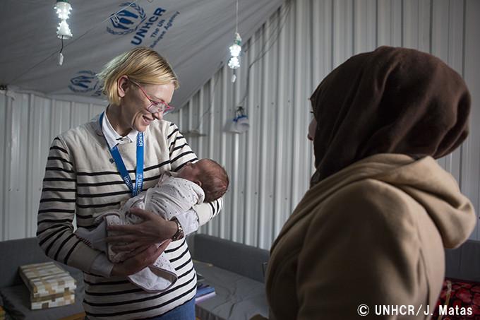 シリア難民と面会するケイト・ブランシェット