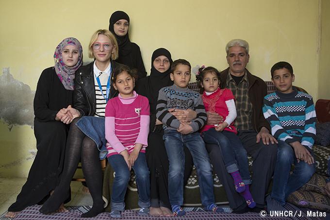 難民の大家族とケイト・ブランシェット