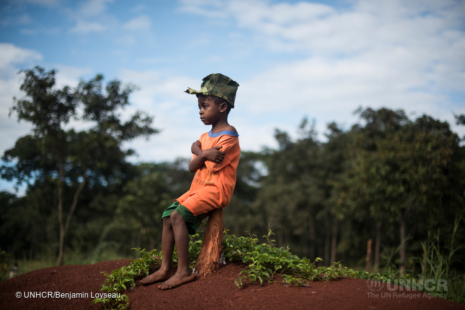 Jehovaness Tsinzi, 6 years old, proudly wear a hat made of avocado leaves by Ibrahim. He gives them out for free to children in the camp. More than a quarter of a million Burundians have fled in neighbouring countries since april 25th 2015, most of them-135 000- to Tanzania. Nduta refugee camp is located in the North West Province and can barely provide shelter, household items, latrines and showers to every refugee.