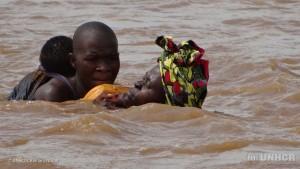 FB20161223【河を渡って逃れる難民】