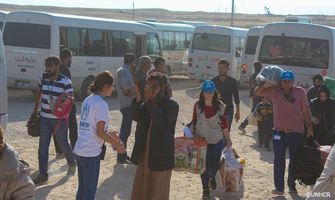 写真:爆撃から避難するシリアの人々