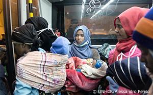脆弱な難民162人をリビアからイタリアへ、画期的な初の救出