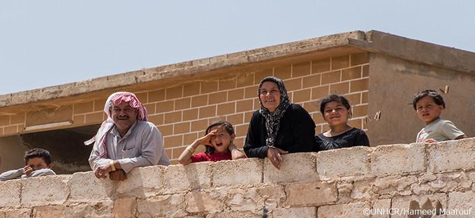 写真:シリアで支援を必要とするフセインとファティマの一家