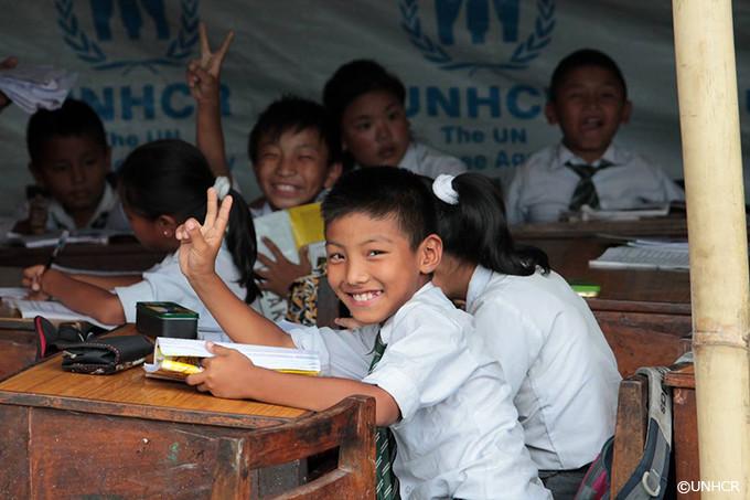 写真:大地震に襲われたネパールに建てられた施設で学ぶ少年