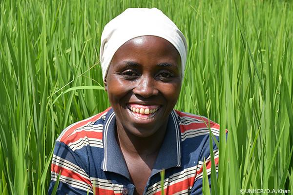 写真:農業を営む難民女性