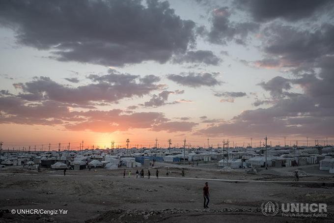 イラクのヤジディコミュニティからの国内避難民16,562人々が避難しているイラク北西部のカンケ国内避難民キャンプ。2014年の夏にこの地域で紛争から逃れた避難民を収容するために設立された。