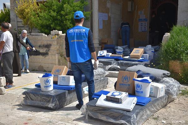 救援物資配布の様子2