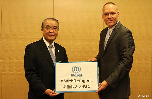 写真:長崎県知事とダーク・ヘベカー駐日代表