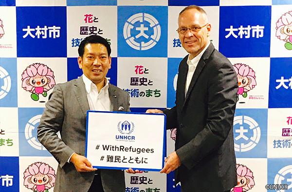 写真:大村市長とダーク・ヘベカー駐日代表