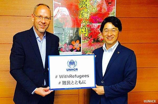 写真:館林市長とダーク・ヘベカー駐日代表