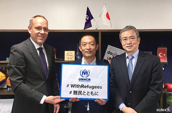 写真:渋谷区長とダーク・ヘベカー駐日代表、星野守国連UNHCR協会事務局長