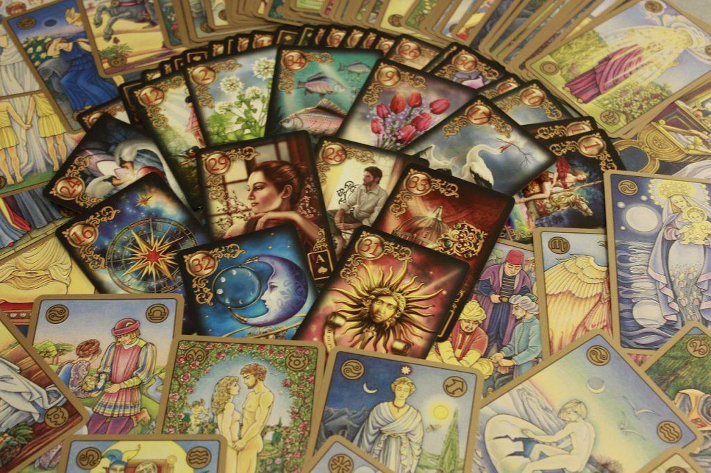 たくさんのデザインが並んだカード