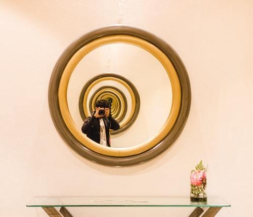合わせ鏡、日常、芸術作品