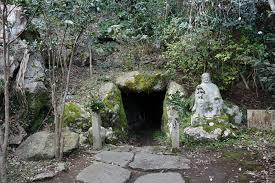 八百比丘尼が入定した洞窟