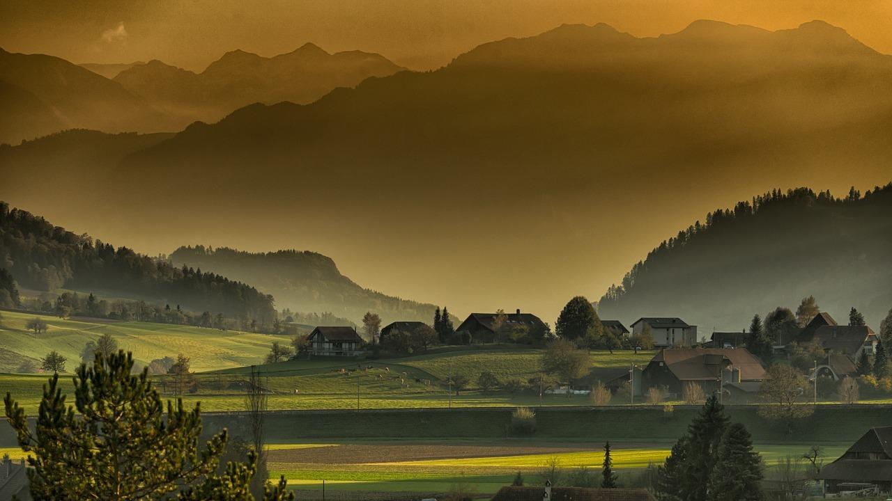 薄暗い田舎の風景