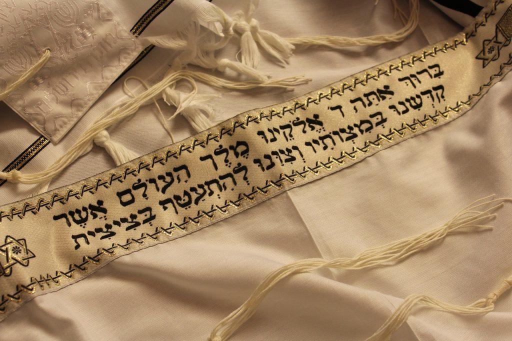 ヤハウェは神聖四文字とも呼ばれる