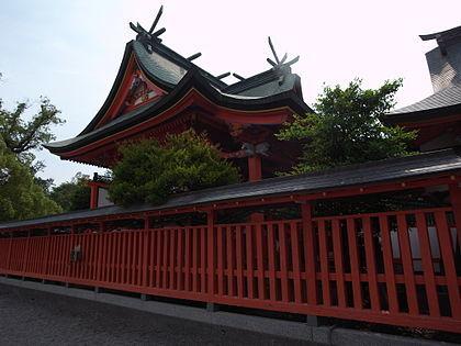 神社を囲む朱色の柵