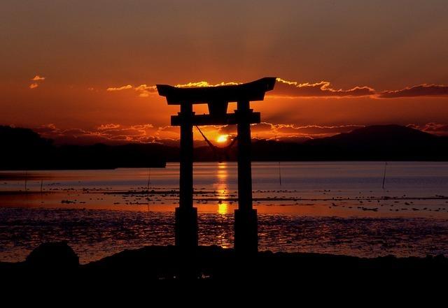 夕日と鳥居