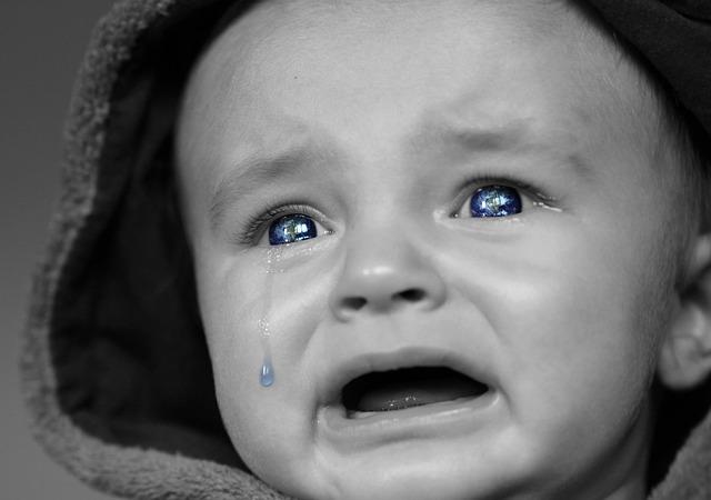 泣く赤ん坊
