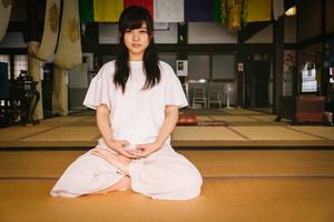 今ここにいる自分を整理する「ヴィッパサナー瞑想」の効果・方法などについて