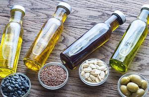 オリーブオイルを飲むと得られる6つの効果と最適なタイミングについて解説