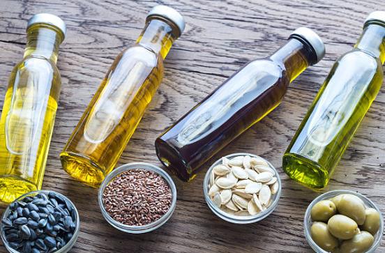 オリーブオイルを飲むと得られる6つの健康効果を紹介します!白髪、ダイエット、いびき予防など!