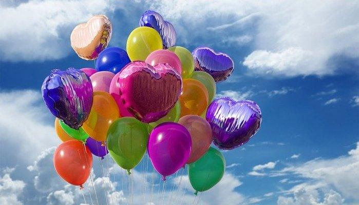 タイム ライン 誕生 日 風船