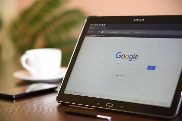 GoogleChromeを開いたタブレットPC