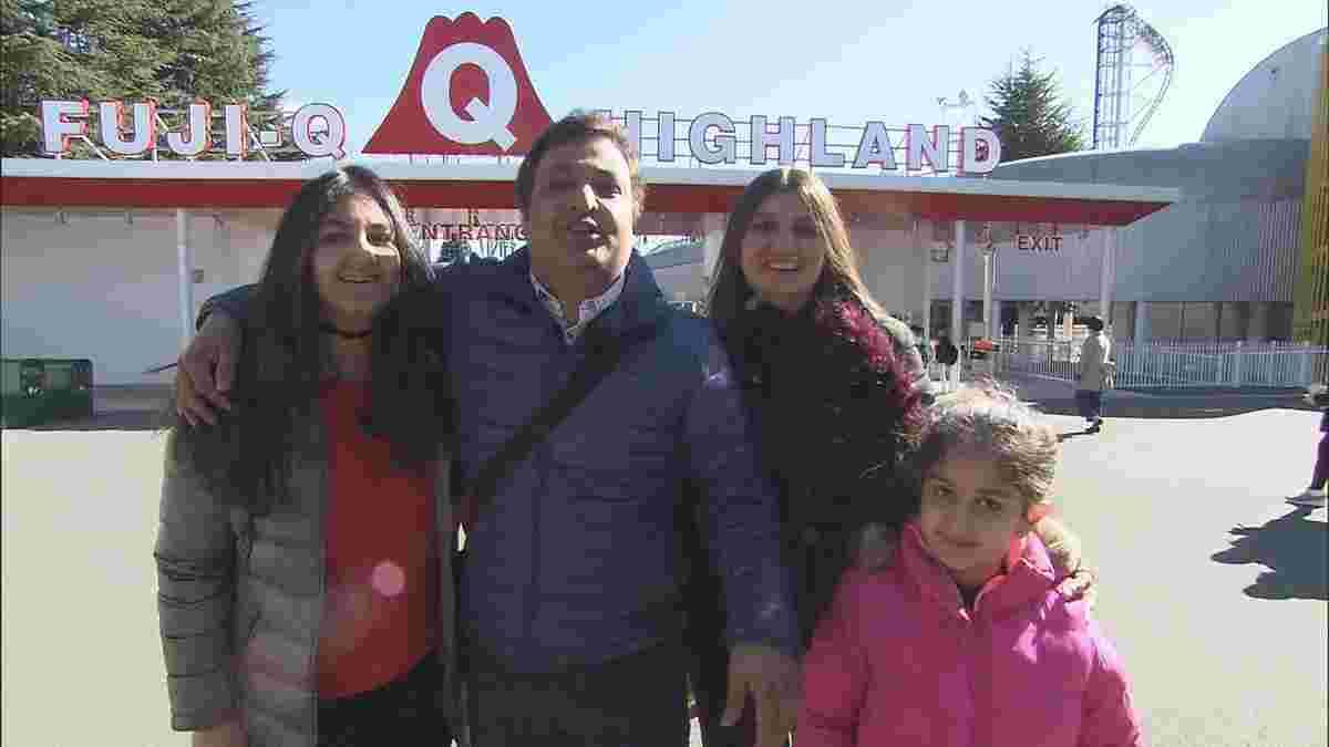 家族と遊園地を楽しむカピルさん