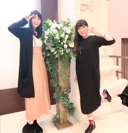 黒いワンピースを着用している日笠陽子