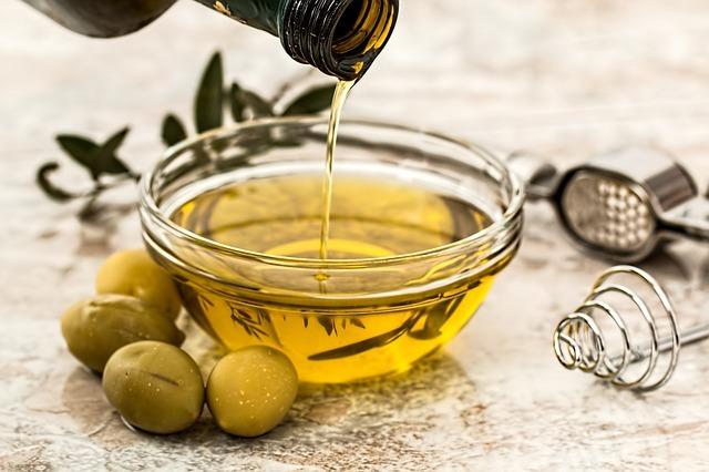 オリーブオイルの酸化は臭いでわかる?その見分け方と酸化防止のための保存方法とは?